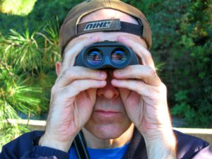 binoculars-1559595